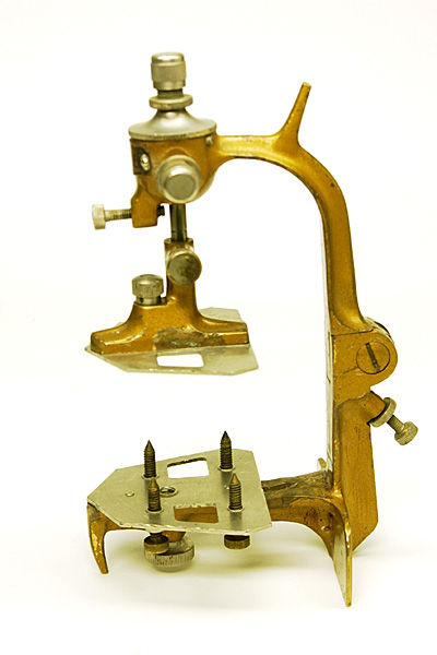 Side view of the Deluxe Balancer, closed position. The handle on the neck was used for convenience for opening and closing the instrument.