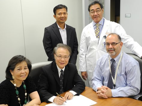 Signing documents to establish the Nguyen-Thang Family Professorship in Oral Surgery are (from left) Susie Thang, RPh and husband James N. Thang, DMD; UTSD Advisory Council member and family friend Don Le, DDS; UTSD Oral and Maxillofacial Surgery Department Chair Mark Wong, BDS; and Dean John Valenza, DDS.